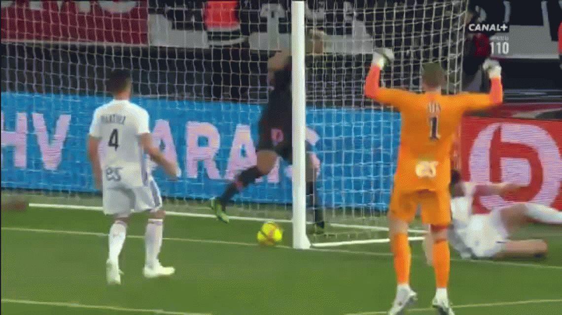 El blooper de Choupo-Moting para el PSG: le negó el gol a Nkunku