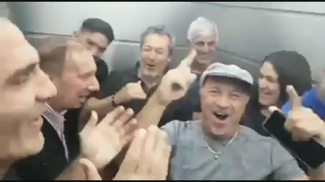 ¡Borombombom es el equipo del Narigón! La ovación a Bilardo de los campeones del 86