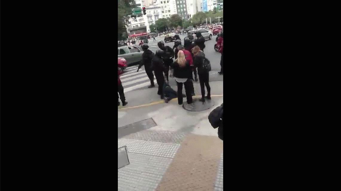 VIDEO: Un policía plantó piedras para justificar la detención de un cartonero