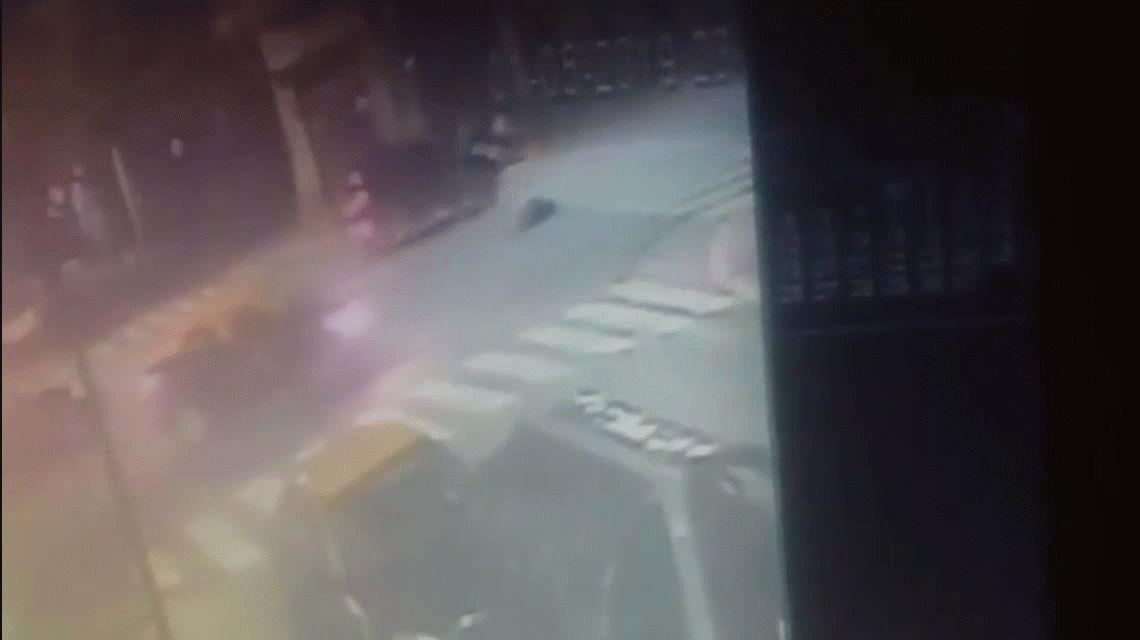 Un conductor atropelló y mató a un motociclista: está prófugo