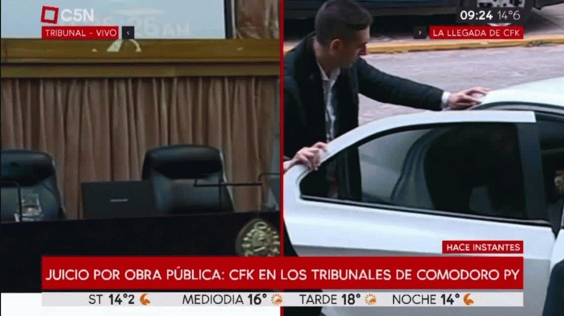 A pesar de tener permiso para ausentarse, Cristina Kirchner fue este lunes a Comodoro Py