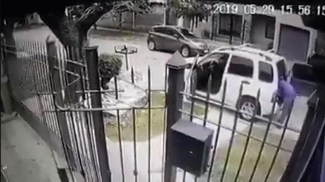 Quilmes: intentaron robarle a punta de pistola y sus dos perros lo salvaron