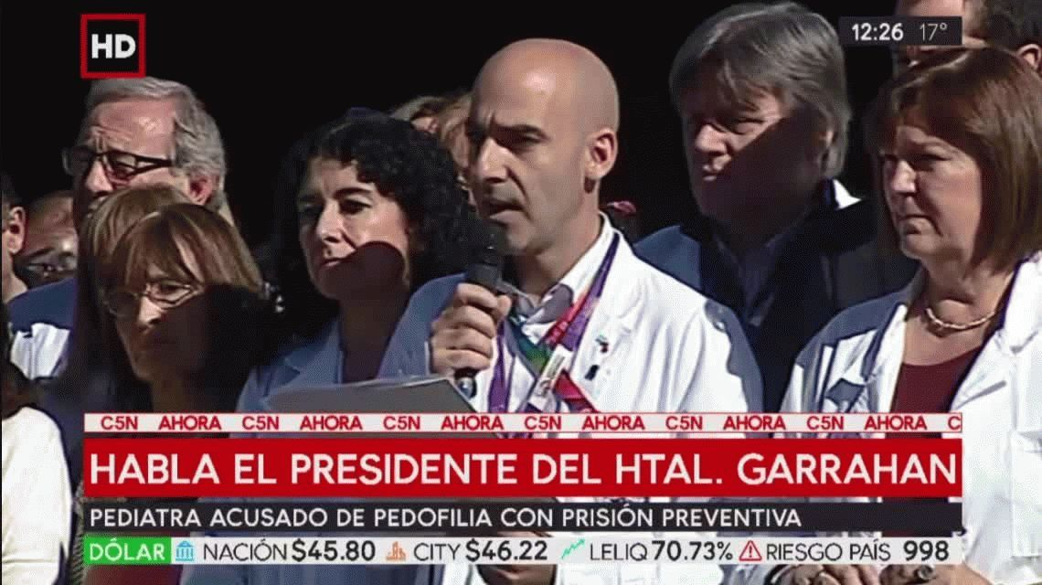 Médicos del Garrahan hicieron un acto en la puerta del hospital