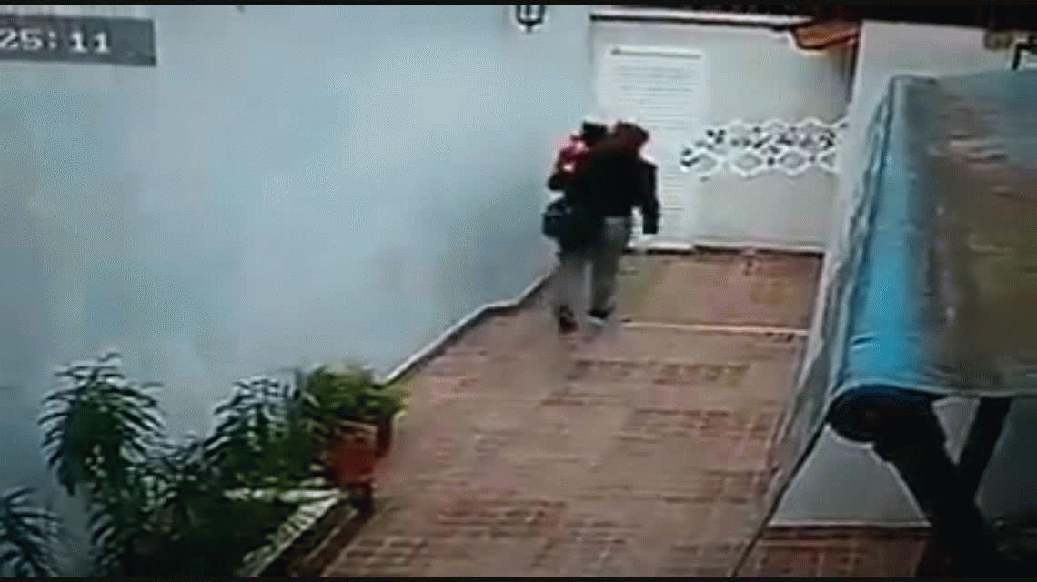Entraron a robar a una casa con un bebé en brazos y golpearon a dos jubiladas en Santa Teresita