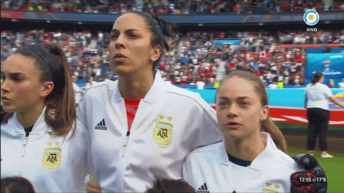 Emocionante: así cantaron el himno argentino las chicas de la Selección en su debut en el Mundial