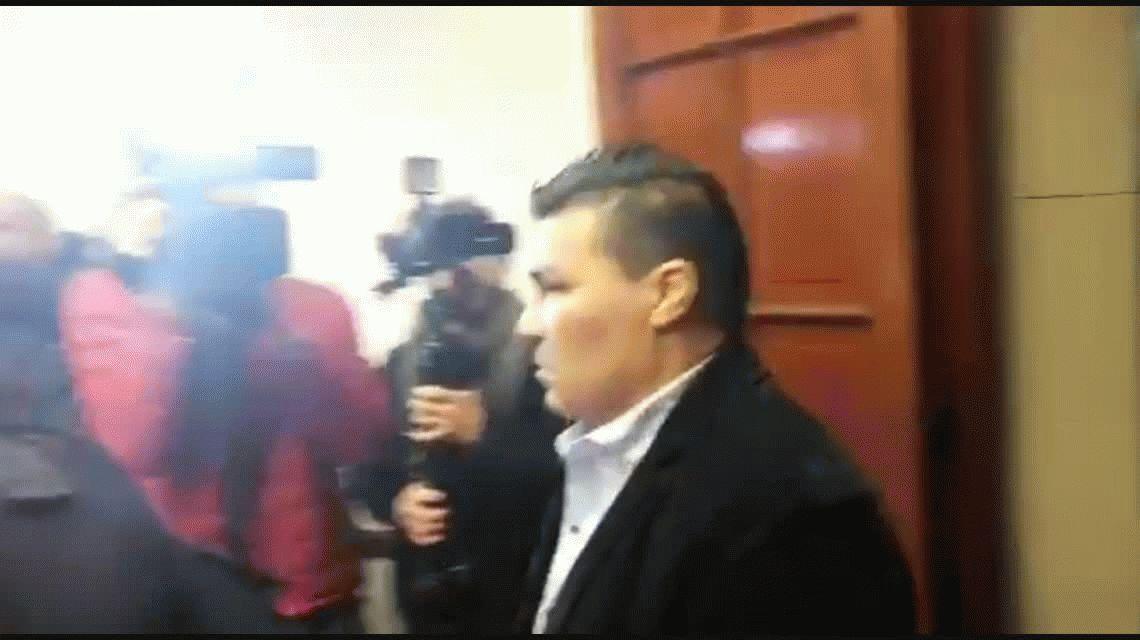 Carlos Baldomir amenazó a los periodistas en el comienzo del juicio por violar a su hija