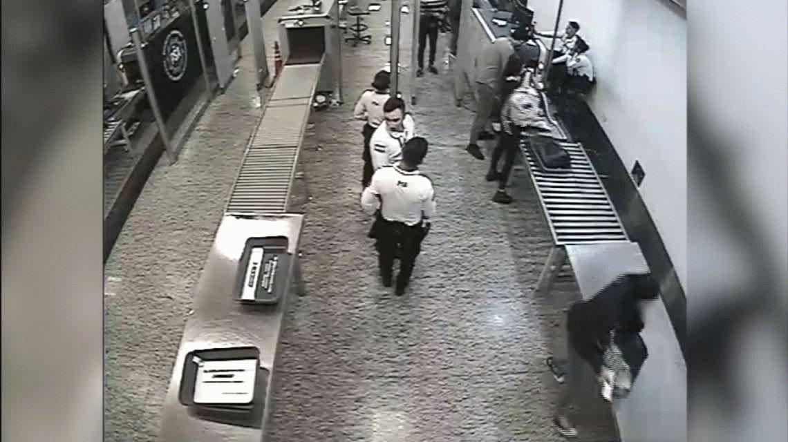 VIDEO: Robó en pleno aeropuerto, quedó filmado y lo detuvieron