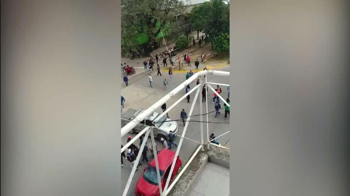 Atropelló a varias personas en un piquete en Chaco: intentó escapar, la detuvieron y casi la linchan