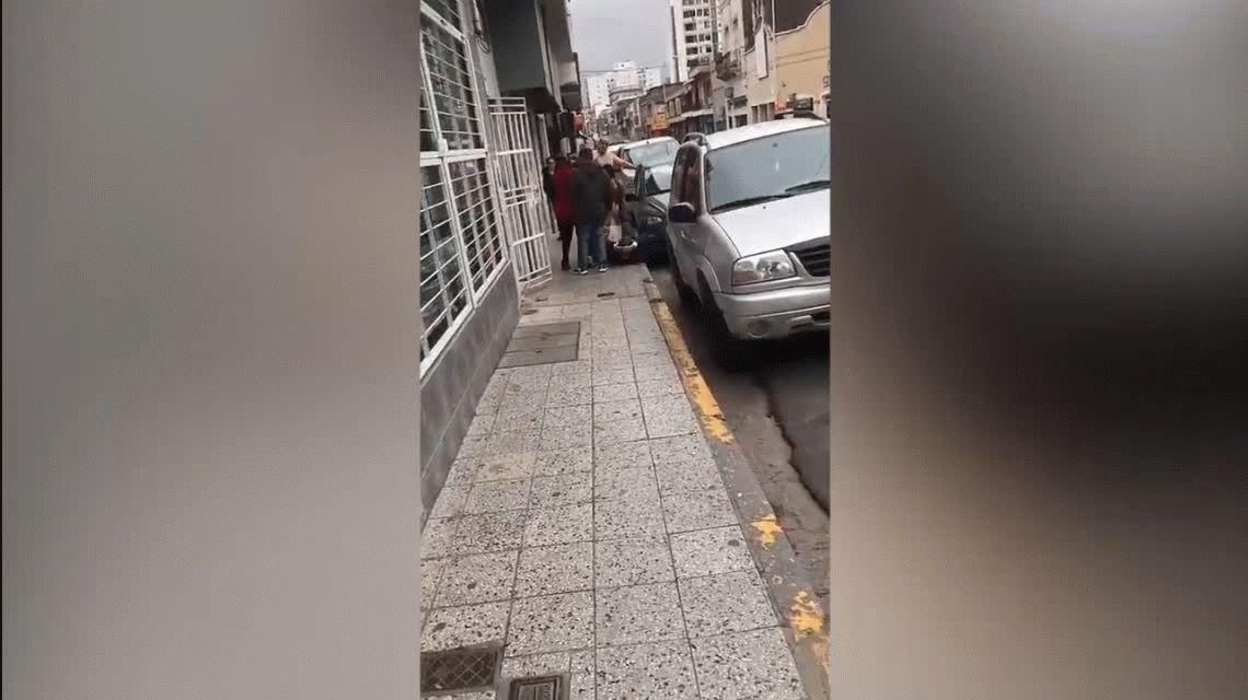VIDEO: Así fue la agresión al intendente de Paraná en plena calle