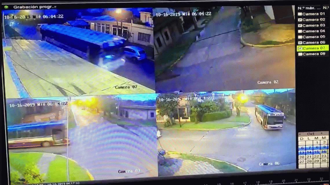 Burzaco: dos colectivos chocaron y se incrustaron en una casa