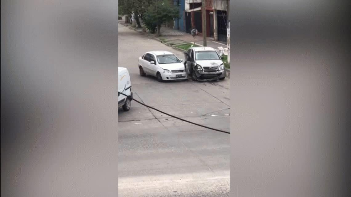 VIDEO: Se peleó con su ex, le chocó 14 veces el auto y embistió un árbol cuando huía