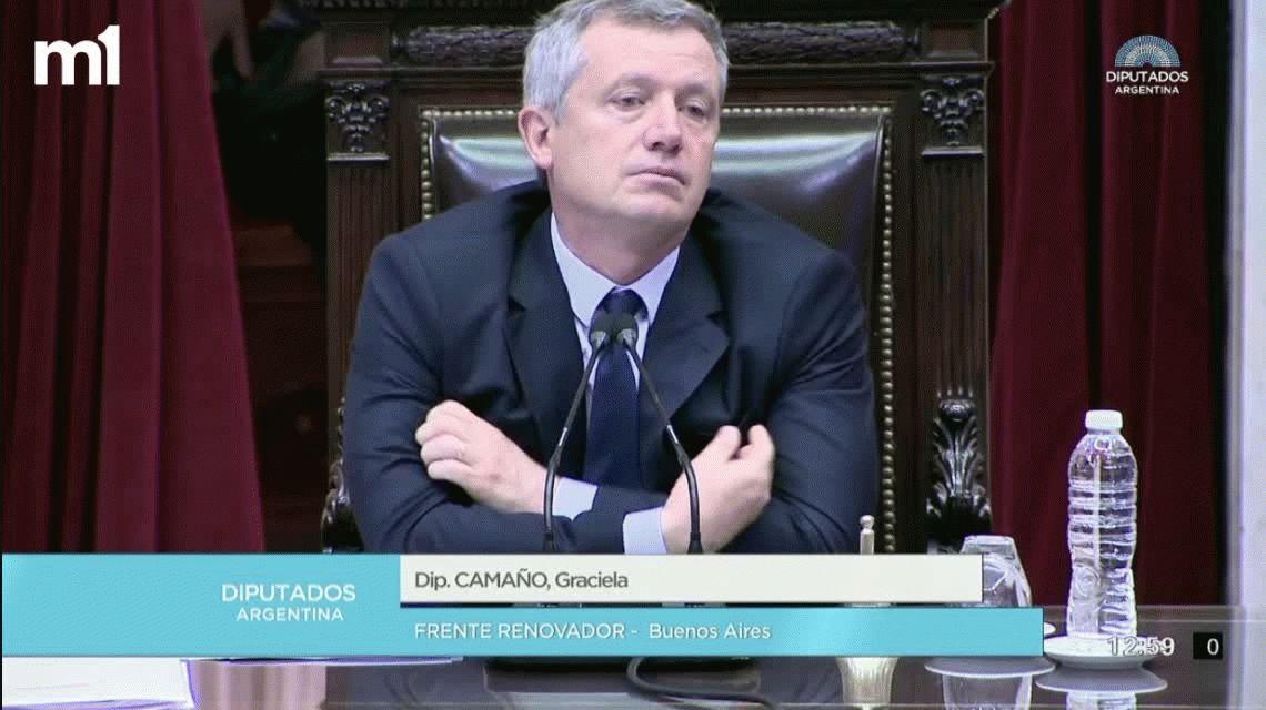 En su última sesión como presidente de la Cámara, Monzó se quebró al recibir los elogios de Camaño