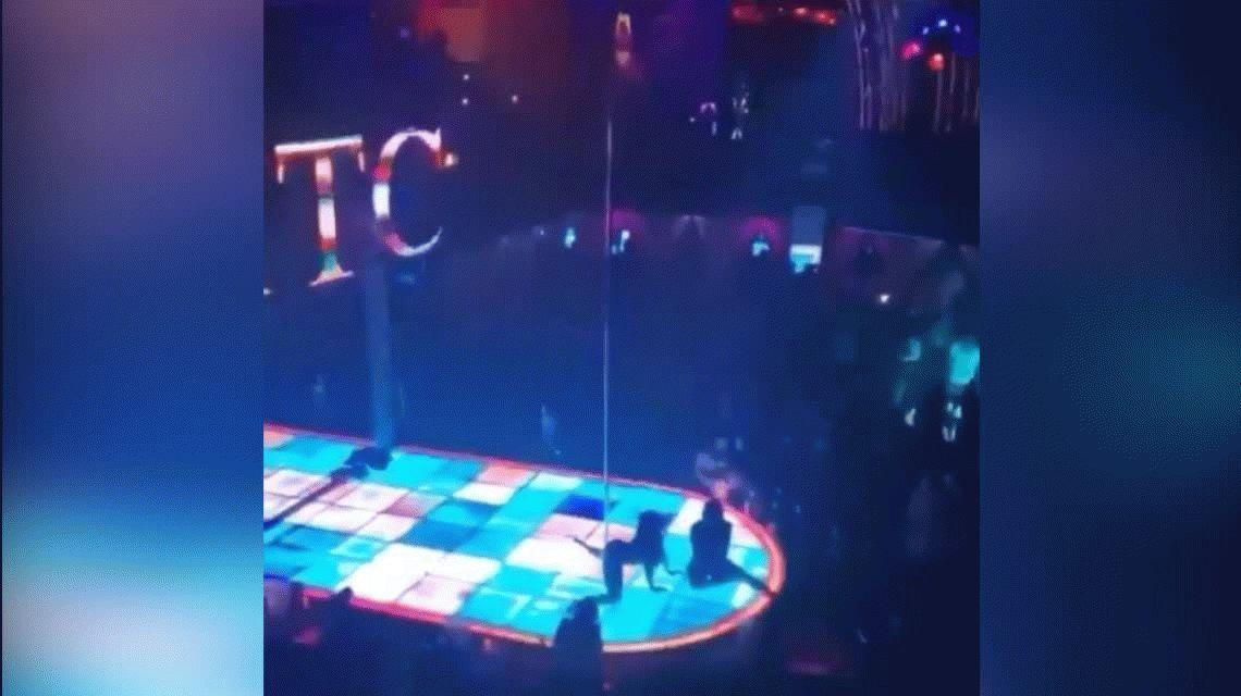 Dallas: Una bailarina de caño cayó al vacío, se fracturó la mandíbula y siguió con su performance