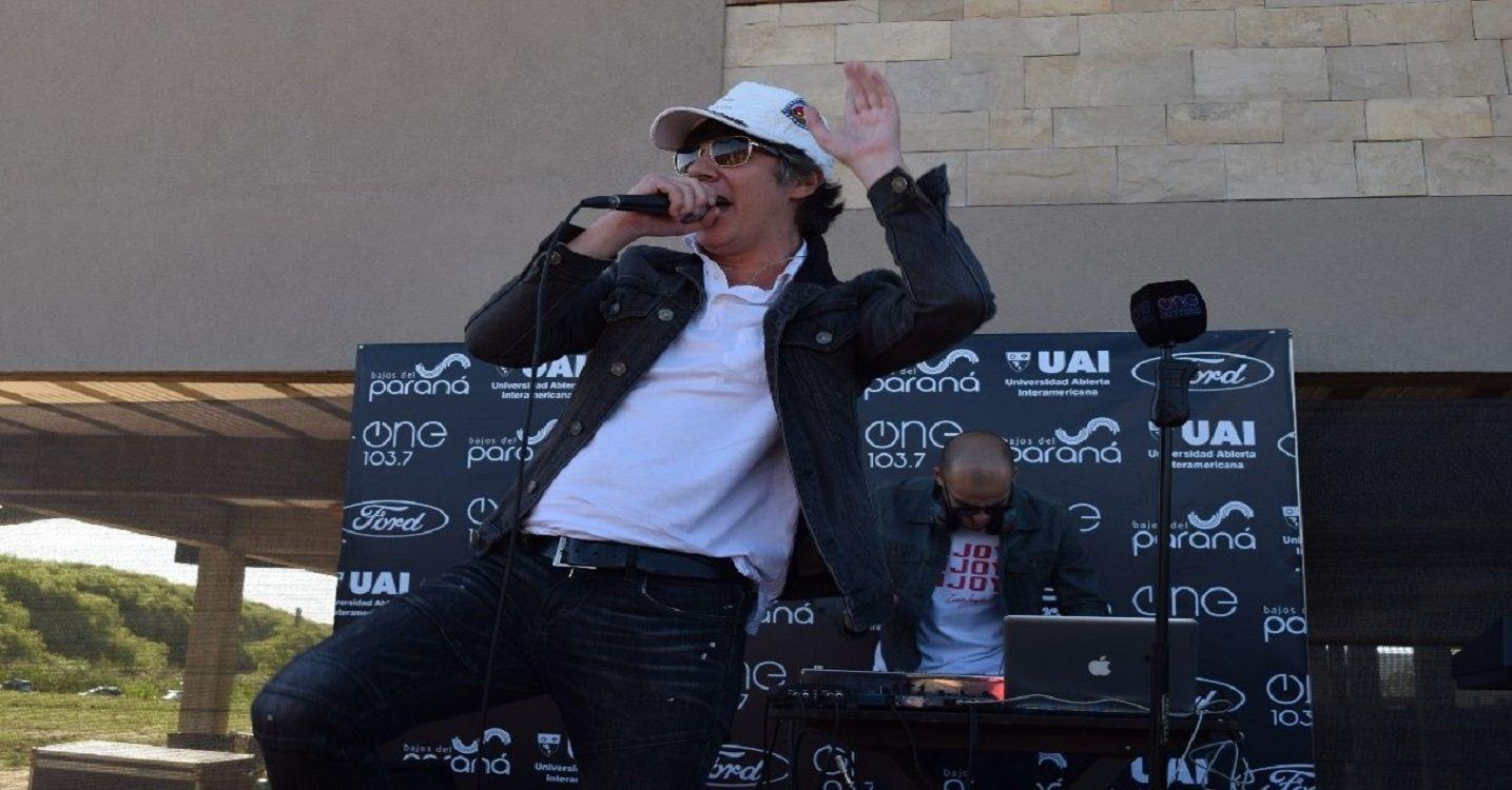 Maxi Trusso y sus hits en el festejo de Radio One