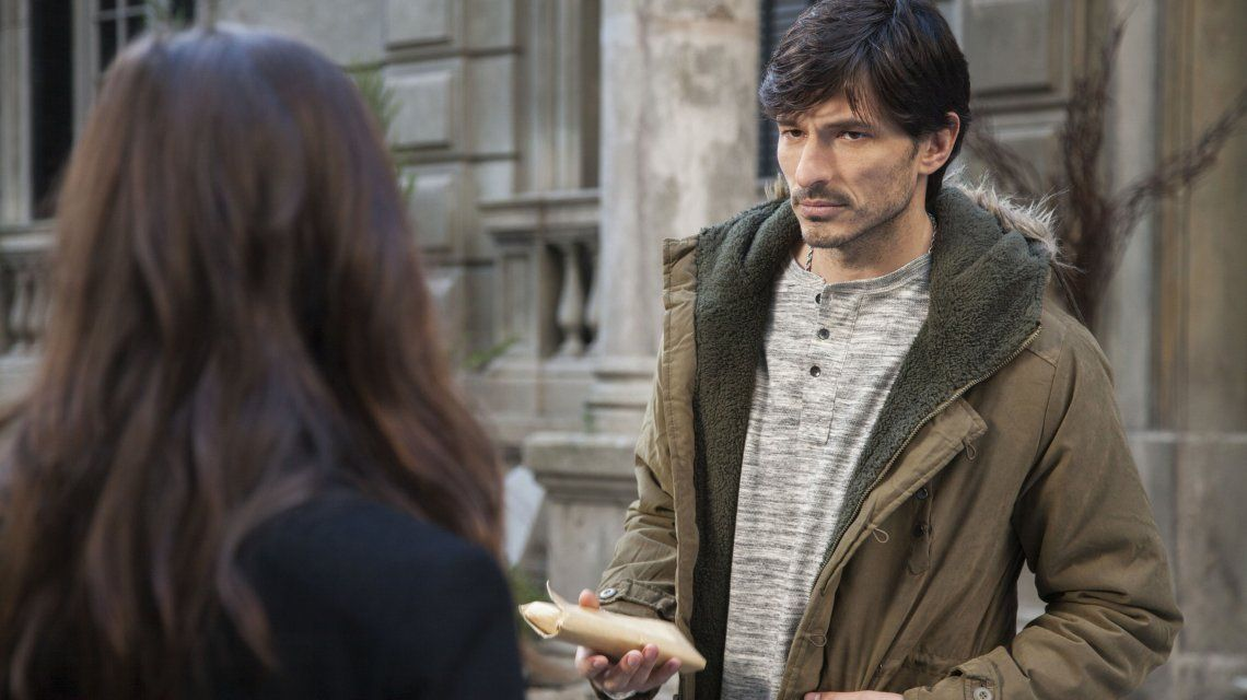 Quién es Andrés Velencoso, el galán vengador de la serie Edha