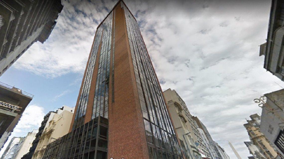 Al menos dos muertos y más de 50 heridos por el incendio de un hotel a metros de Obelisco
