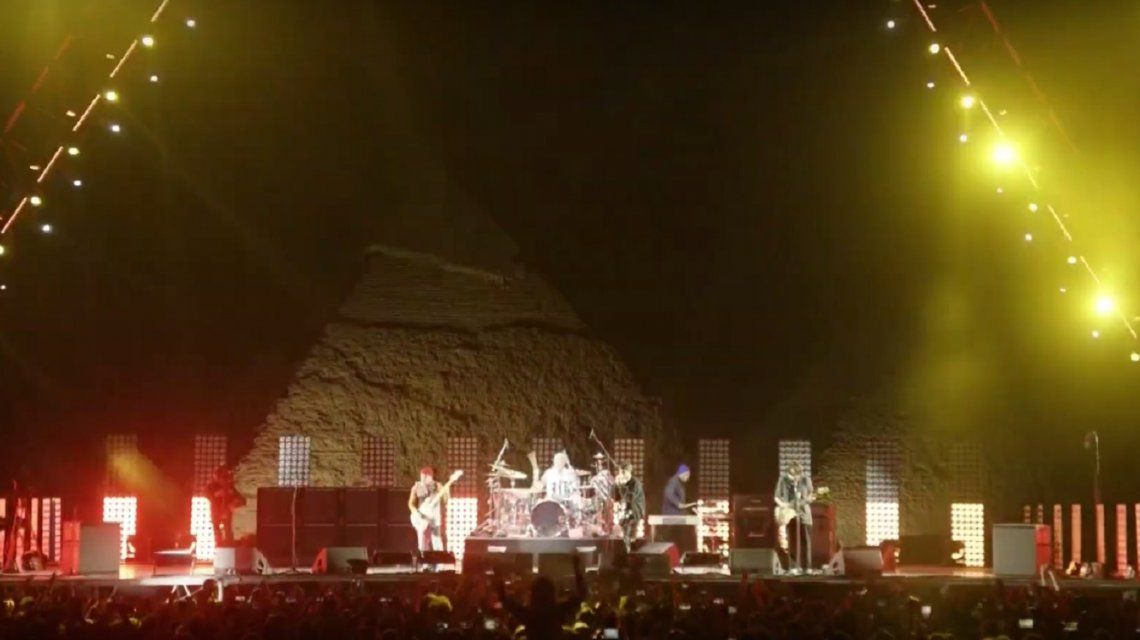 VIDEO: el histórico show de los Red Hot Chili Peppers en las Pirámides de Egipto