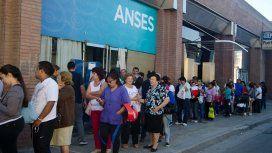 Más de 700 mil jubilados y beneficiarios de AUH pidieron los créditos de Anses por la crisis