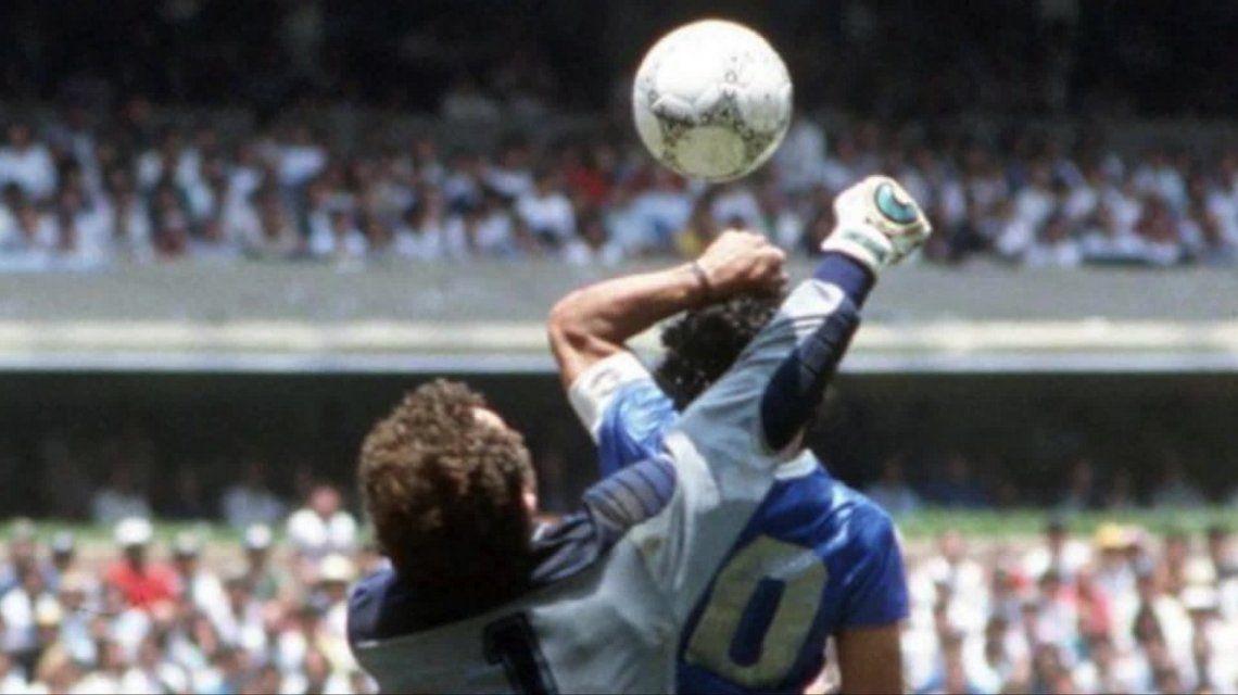 Con el VAR, la Mano de Dios de Diego Maradona hubiera sido invalidada
