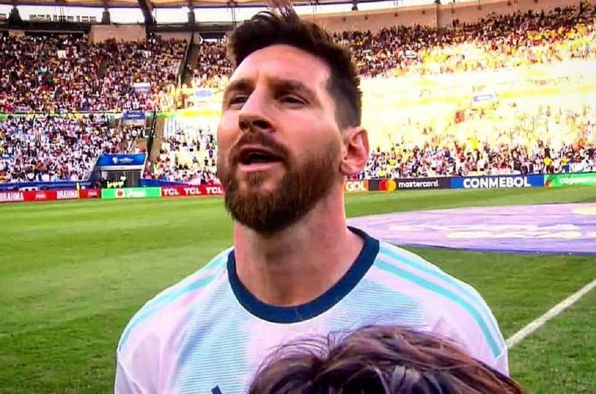 Los mejores memes por la primera vez de Messi cantando el himno