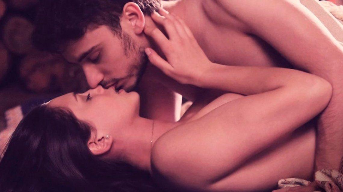 Delfina Chaves y Albert Baró tuvieron su primera vez en Argentina, tierra de amor y venganza
