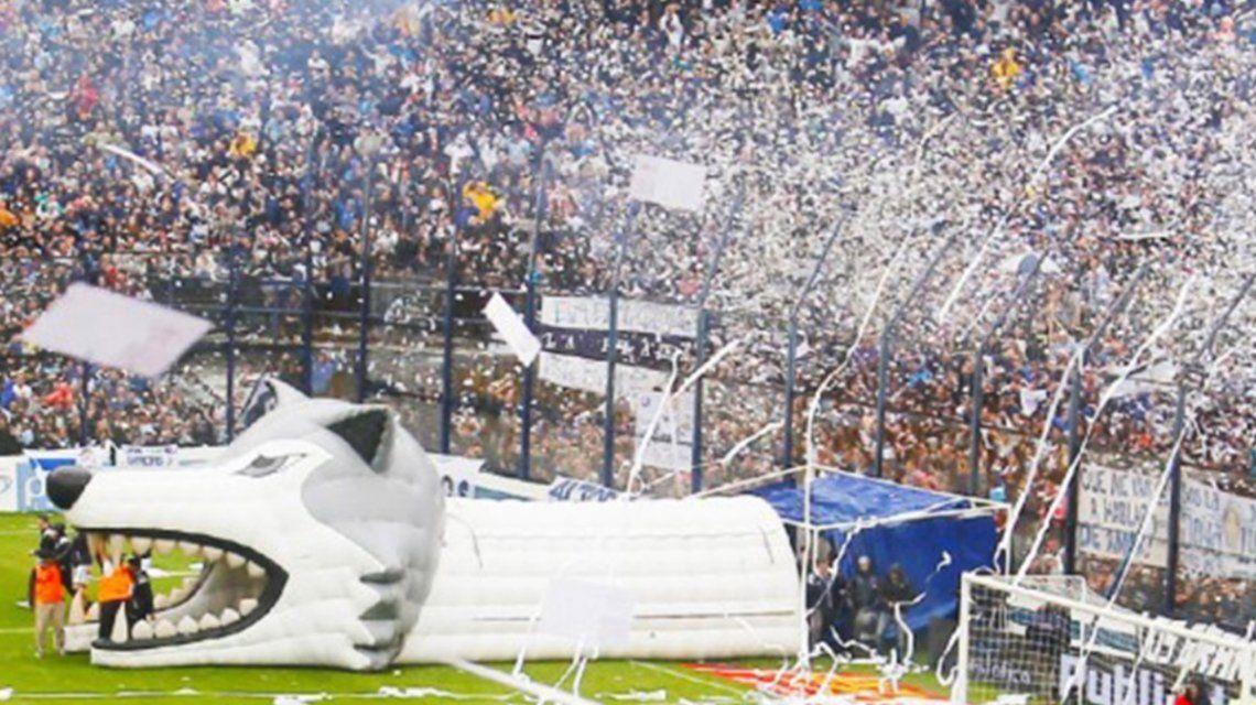 Los hinchas de Gimnasia harán vigilia frente a la Catedral para que llegue Maradona