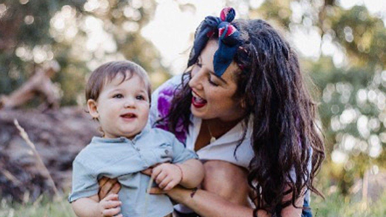 La foto de Juana Repetto amamantando por última vez a su hijo de 3 años