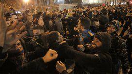 Incidentes en las afueras del Camp Nou (foto gentileza La Razón España)