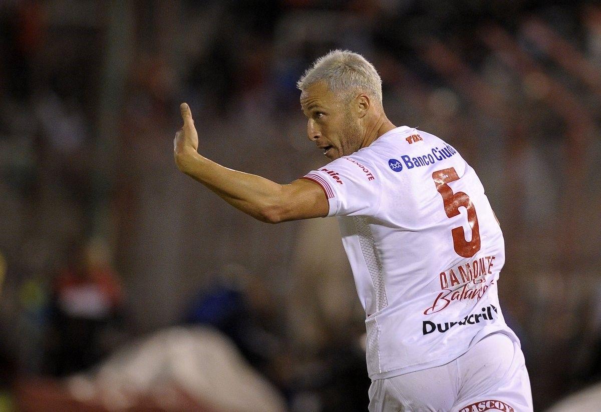 Tras retirarse del fútbol, Israel Damonte será el técnico de Huracán