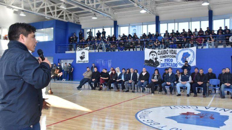 Claudio Vidal fue el principal orador en la inauguración de la nueva sede del gremio petrolero en Pico Truncado, la cual incluye un gimnasio polideportivo.