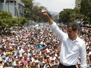 crisis en venezuela: guaido llamo a nuevas protestas y avanza hacia los cuarteles militares
