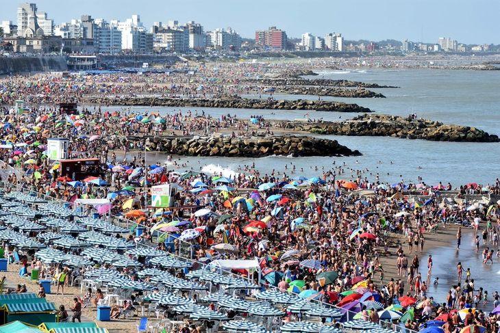 Vacaciones 2021: cómo vas a tener que ir a la playa o hacer turismo, según los protocolos aprobados