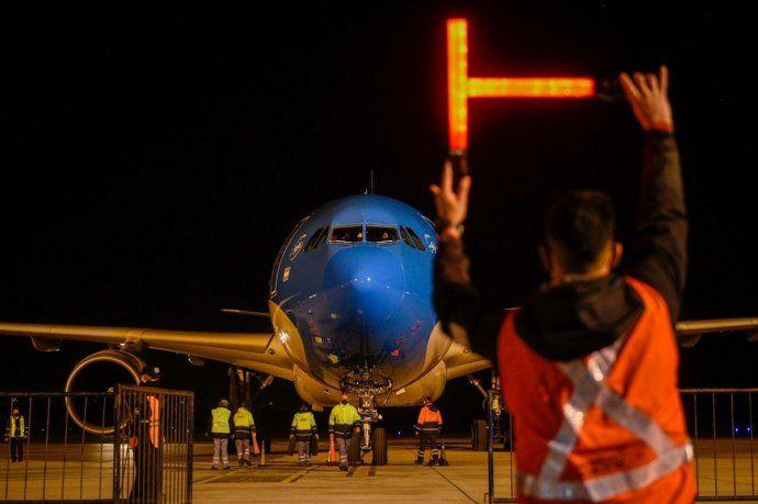 Partió otro vuelo de Aerolíneas Argentinas hacia Moscú en busca de más Sputnik V