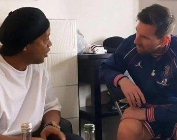 Ronaldinho y Lionel Messi se reencontraron en París