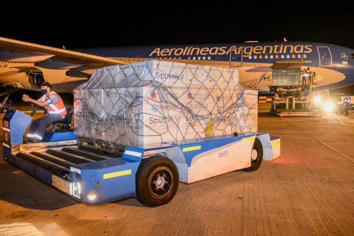 Llegó el vuelo de Aerolíneas Argentinas con otras 800 mil dosis de la vacuna Sputnik V