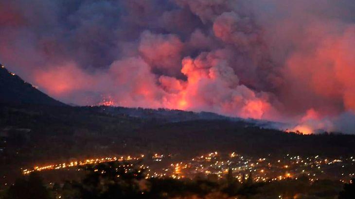 Incendios arrasan casas y bosques en la cordillera de Chubut: hay heridos y cientos de evacuados
