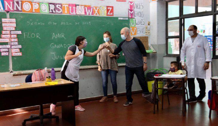 Horacio Rodríguez Larreta visitó una escuela que está abierta este sábado