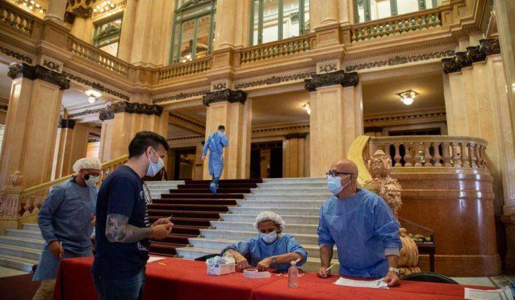 Ciudad mantiene su centro de testeo en el Teatro Colón