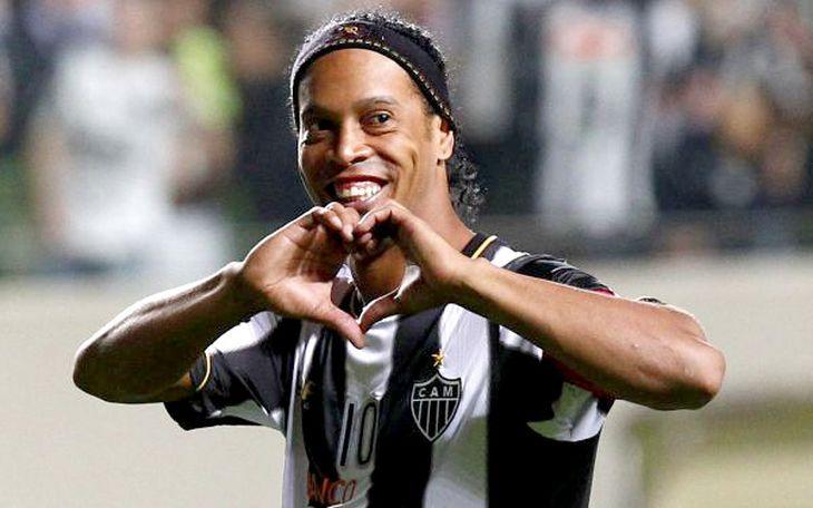 ¿El reemplazo de Riquelme? Ronaldinho rescindió su contrato con Atlético Mineiro