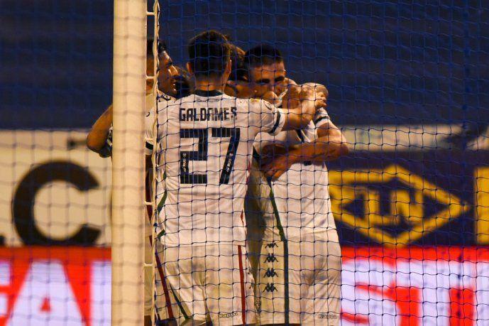 Vélez le ganó a Patronato y será primero en la zona 2