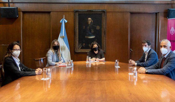 Vizzotti se reunió con representantes de AstraZeneca por los avances sobre la vacuna producida en Argentina