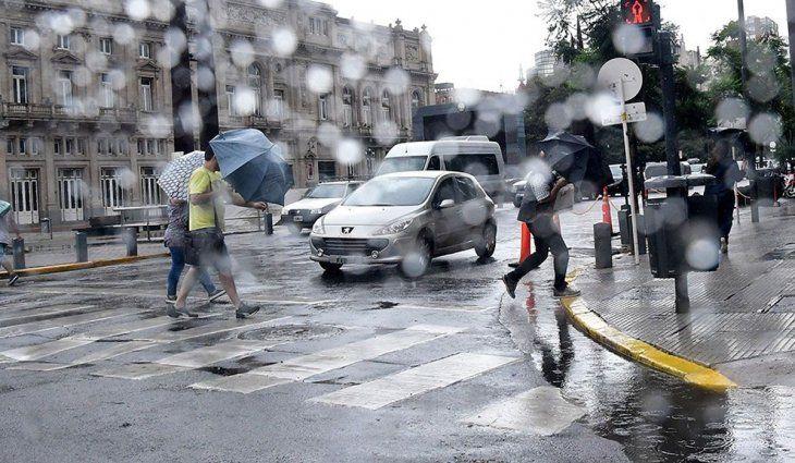 Hay alerta amarillo por lluvias, tormentas y vientos en 15 provincias
