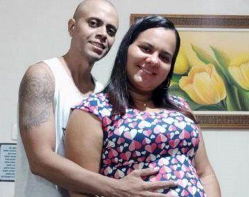 Brasil: una ecografía muestra a un bebé haciendo la V de la victoria y sus padres lo tomaron como una señal