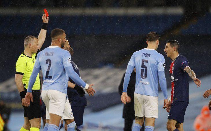 Ángel Di María se hizo expulsar por una infantil reacción y el PSG se quedó afuera