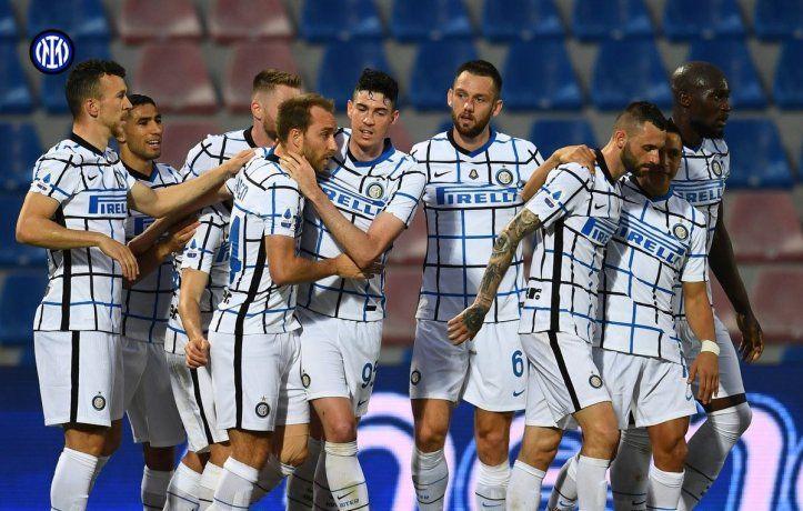 El Inter de Lautaro Martínez venció a Crotone y mañana podría salir campeón de la Liga italiana