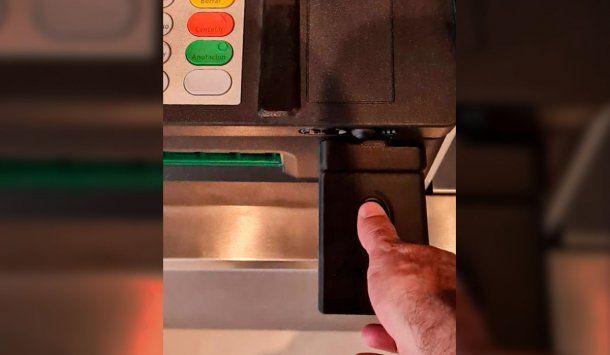 Bancos: seguirá vigente la posibilidad de operar los cajeros automáticos con tarjetas y códigos de seguridad