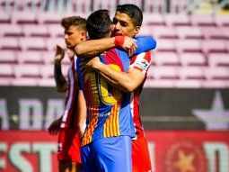 El abrazo de Messi con Suárez en la previa de Barcelona vs Atlético Madrid