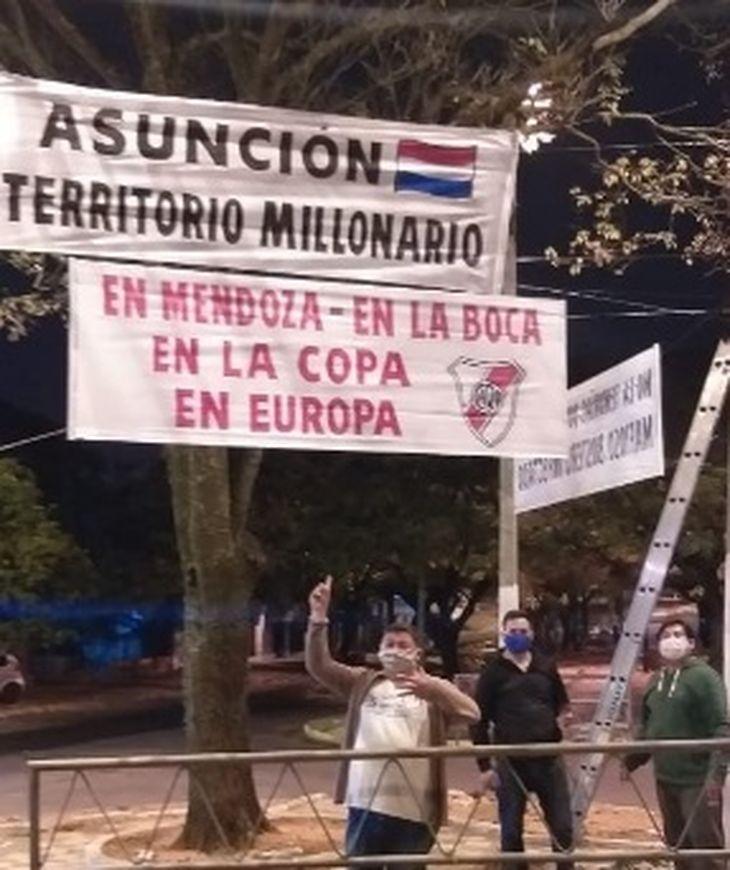 Mafioso bostero infectado: el hostil recibimiento al plantel de Boca en Paraguay