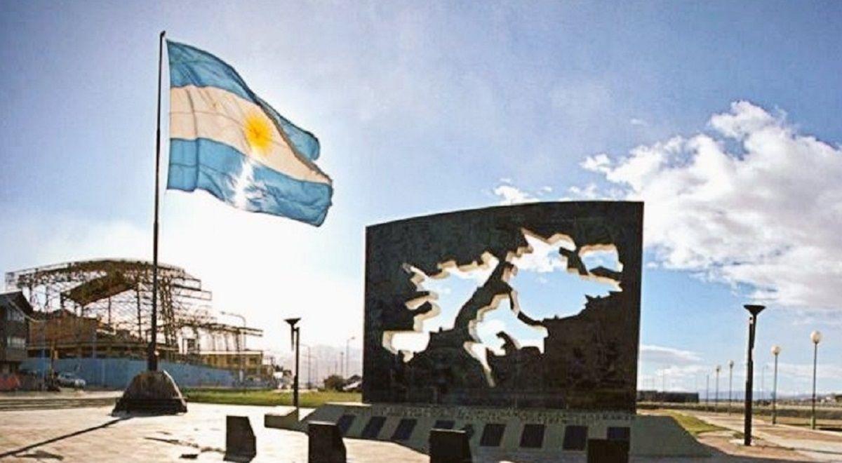 Monumento a los caídos en Malvinas ubicado en Ushuaia, Tierra del Fuego