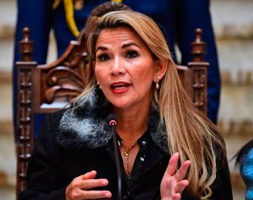Jeanine Áñez asumió la presidencia en La Paz tras el golpe de Estado en Bolivia